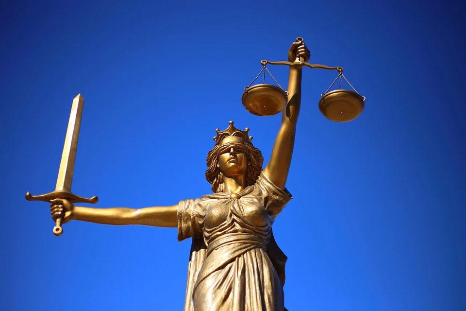 Estatua de la diosa Justicia